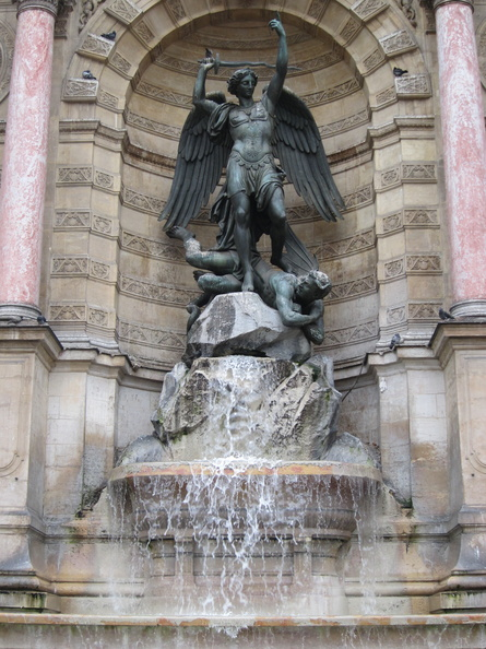 Fontaine St Michel-02.jpg