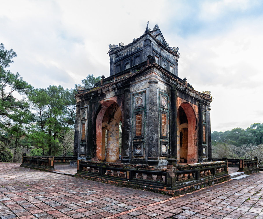 [Group 2]-Hue - 070_Hue - 072-3 images.jpg